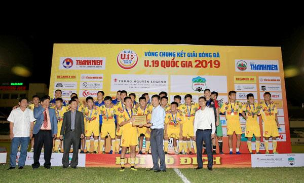 Hà Nội lần thứ 5 đăng quang ngôi vô địch giải bóng đá U19 Quốc gia