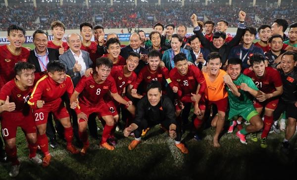 Thủ tướng Nguyễn Xuân Phúc, Chủ tịch Quốc hội Nguyễn Thị Kim Ngân hòa chung niềm vui với U23 Việt Nam