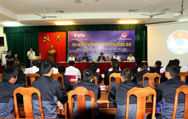 Bế mạc khóa học dành cho các trọng tài hàng đầu Liên đoàn bóng đá thành viên FIFA