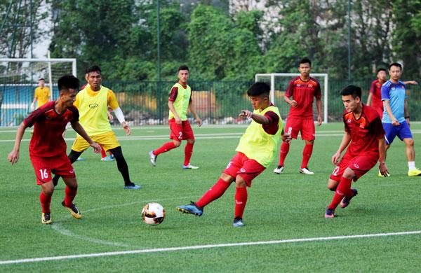 U18 Việt Nam hứng khởi trong buổi đầu tập luyện