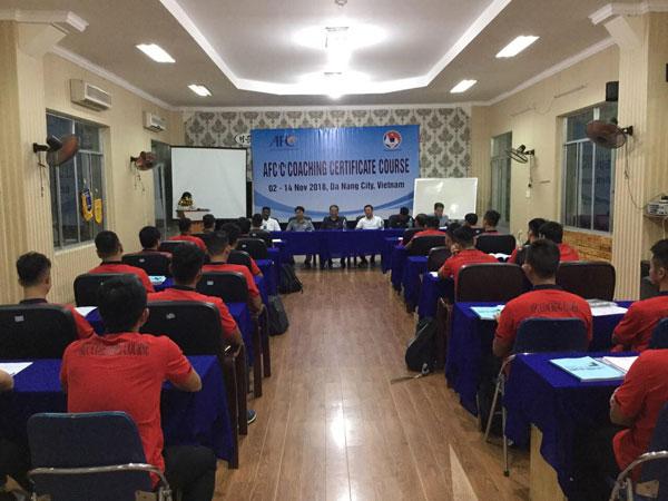 LĐBĐVN điều chỉnh thời gian tổ chức khóa học HLV bóng đá chứng chỉ 'C' AFC
