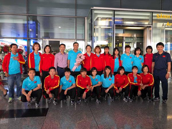 Đội tuyển nữ Việt Nam về nước, kết thúc chuyến thi đấu thành công tại Uzbekistan