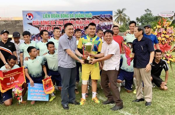 Lãnh đạo VFF dự khán giải bóng đá vô địch tỉnh Quảng Ngãi 2019