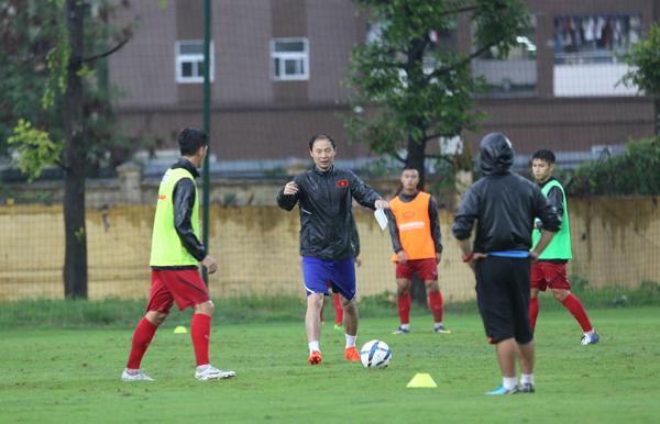 Chưa đủ quân số, U23 Việt Nam vẫn ra sân tập luyện trong ngày đầu tập trung