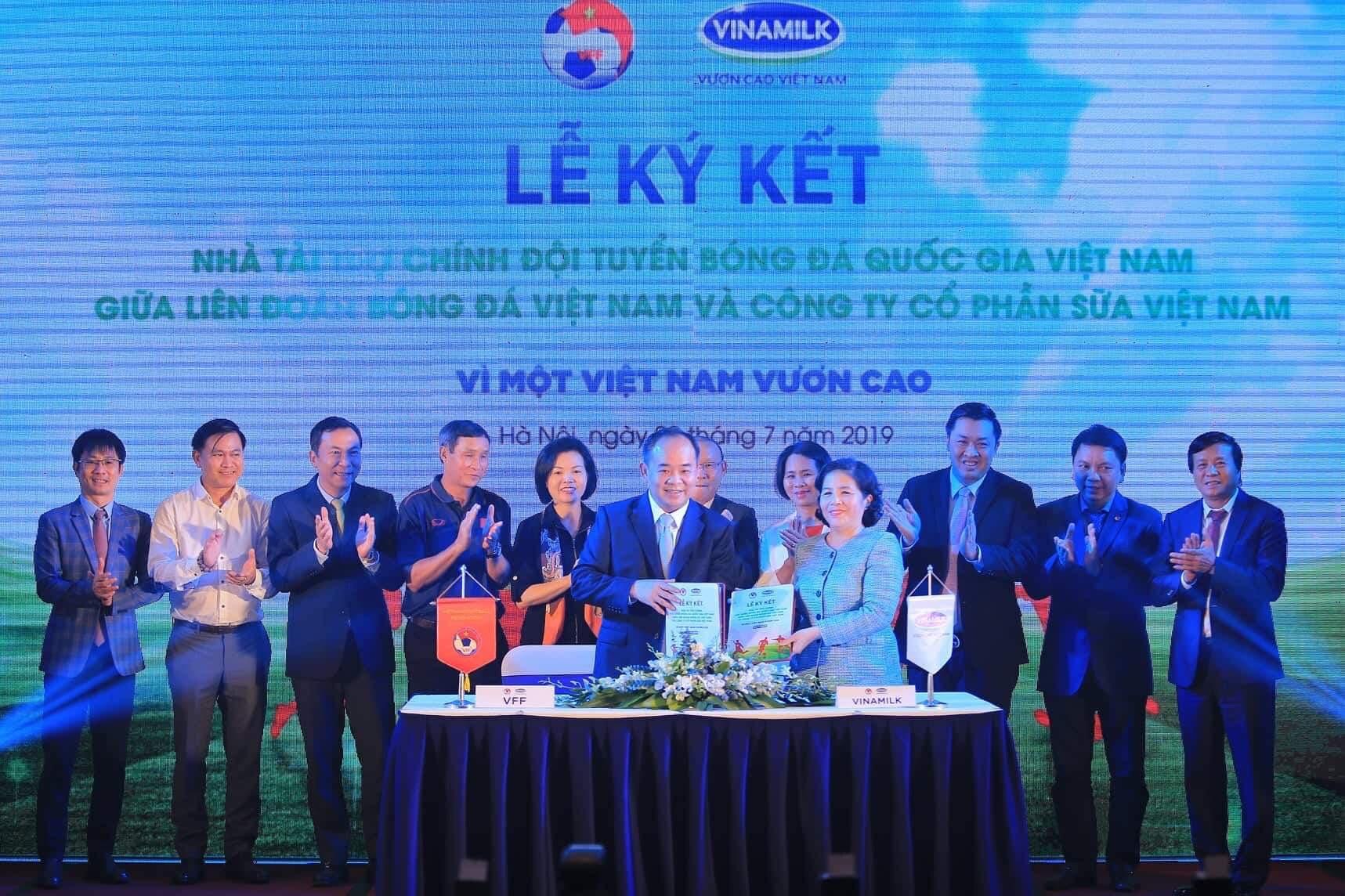 Vinamilk tài trợ chính cho các Đội tuyển bóng đá Quốc gia: Vì một Việt Nam vươn cao