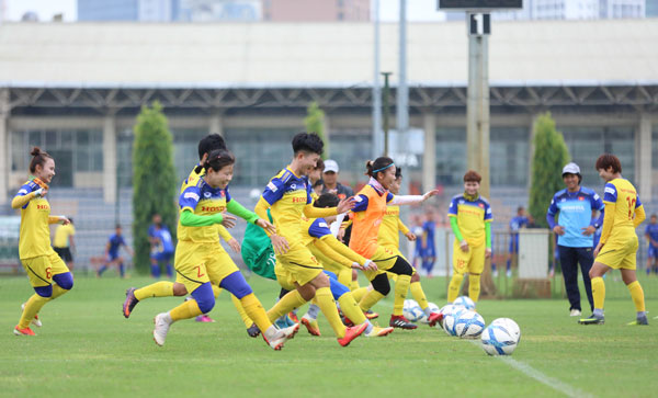 [Chùm ảnh] Đội tuyển nữ Quốc gia thoải mái trên sân tập trước ngày đi tập huấn Nhật Bản