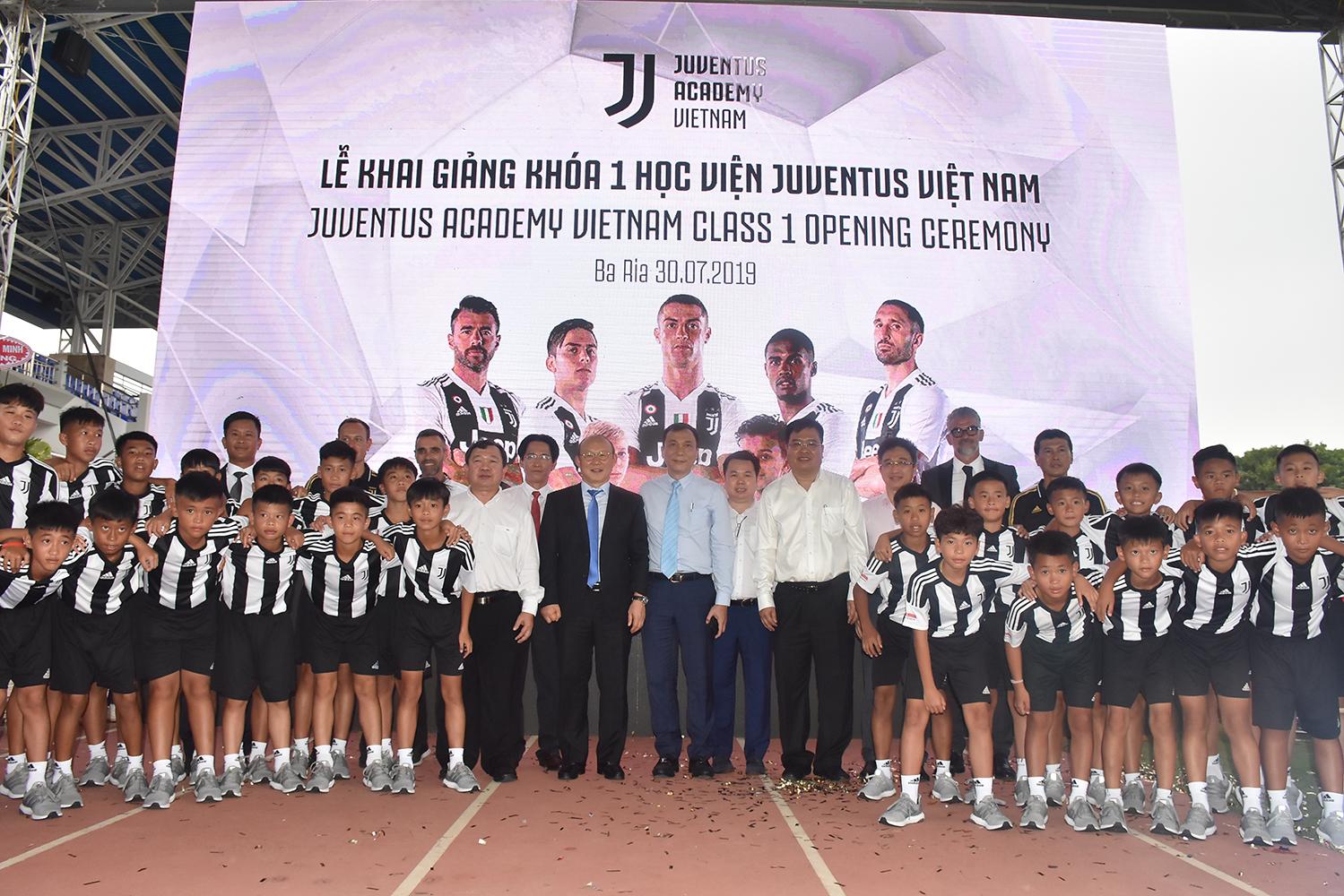 Lãnh đạo VFF và HLV trưởng Park Hang-seo dự lễ khai giảng khóa 1 Học viện Juventus Việt Nam