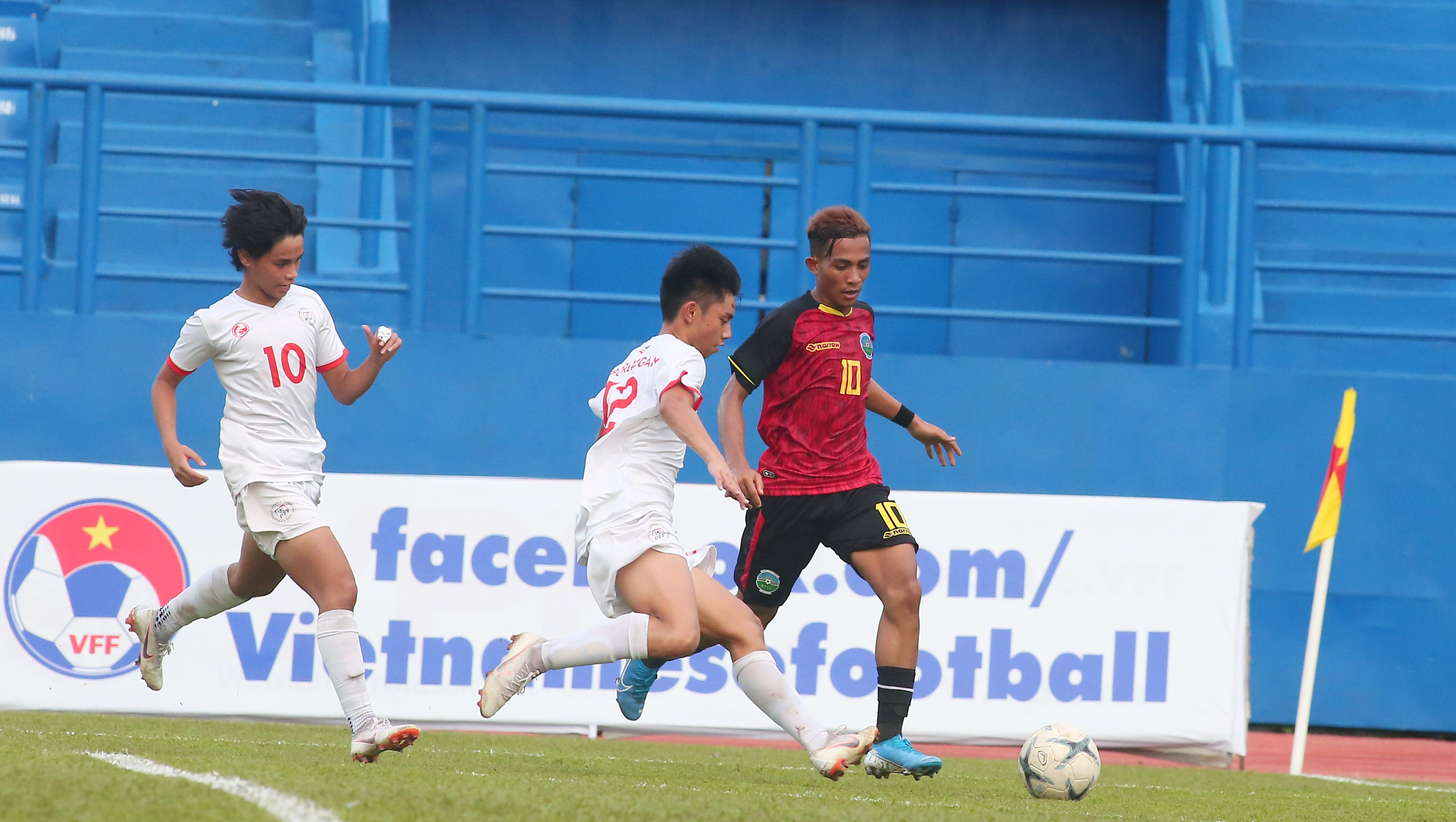 Thắng U18 Philippines 5-2, U18 Timor-Leste theo sát nhóm đầu