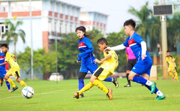 [Chùm ảnh] Đội tuyển U19 nữ QG đấu tập với U13 nam Hà Nội