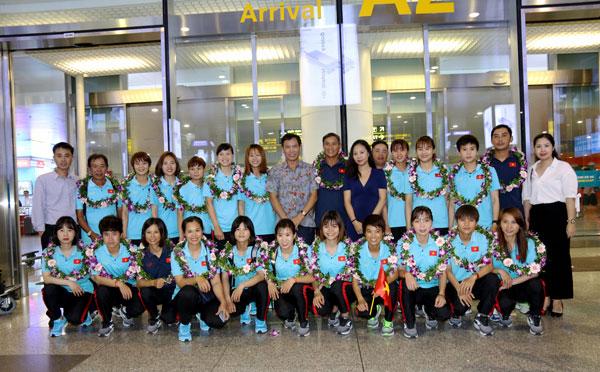 Đội tuyển bóng đá nữ quốc gia hân hoan ngày trở về