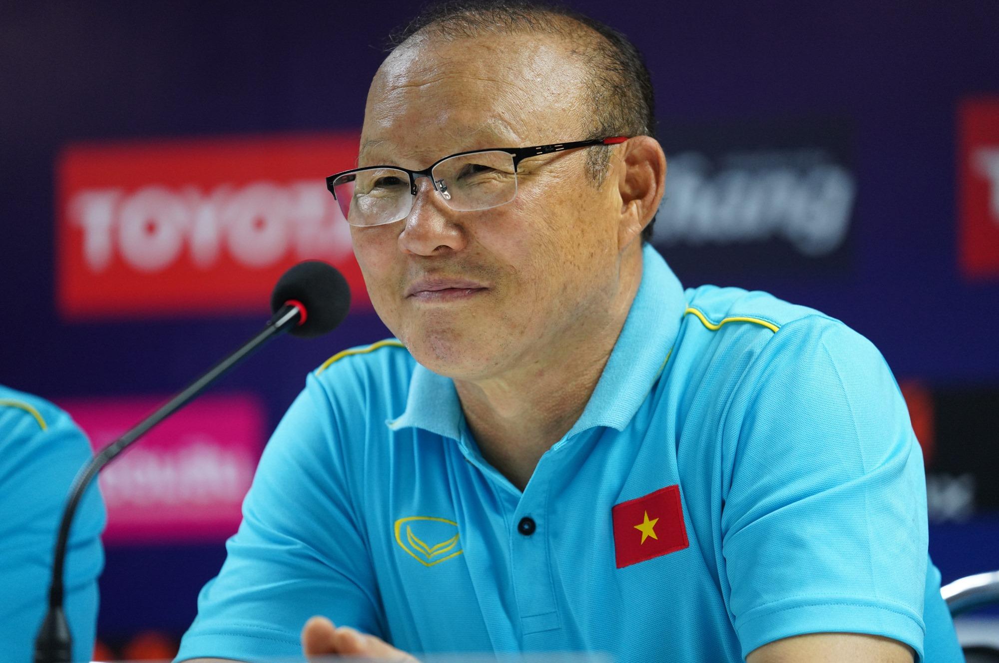 HLV Park Hang-seo cảm ơn sự nỗ lực của các học trò sau trận hòa trên sân Thái Lan