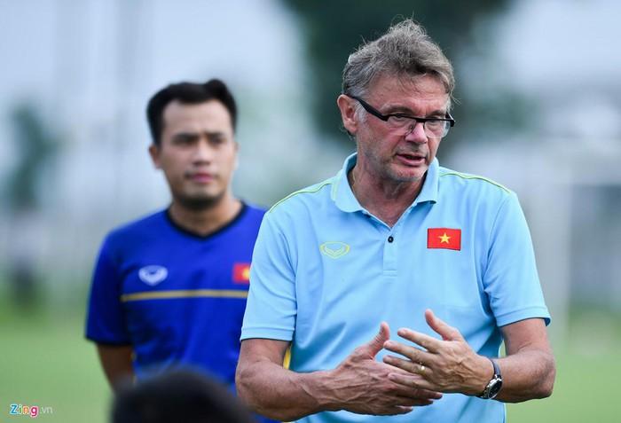 HLV Philippe Troussier củng cố lực lượng U19 Việt Nam sau giai đoạn 1