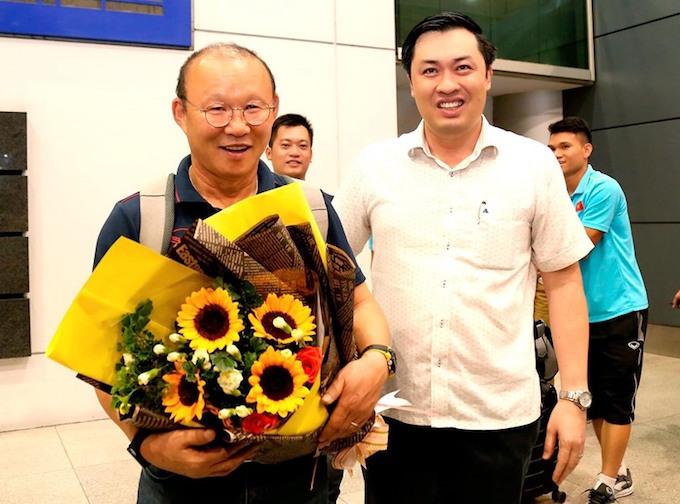 [Chùm ảnh] Tuyển Việt Nam về nước trong sự chào đón của người hâm mộ