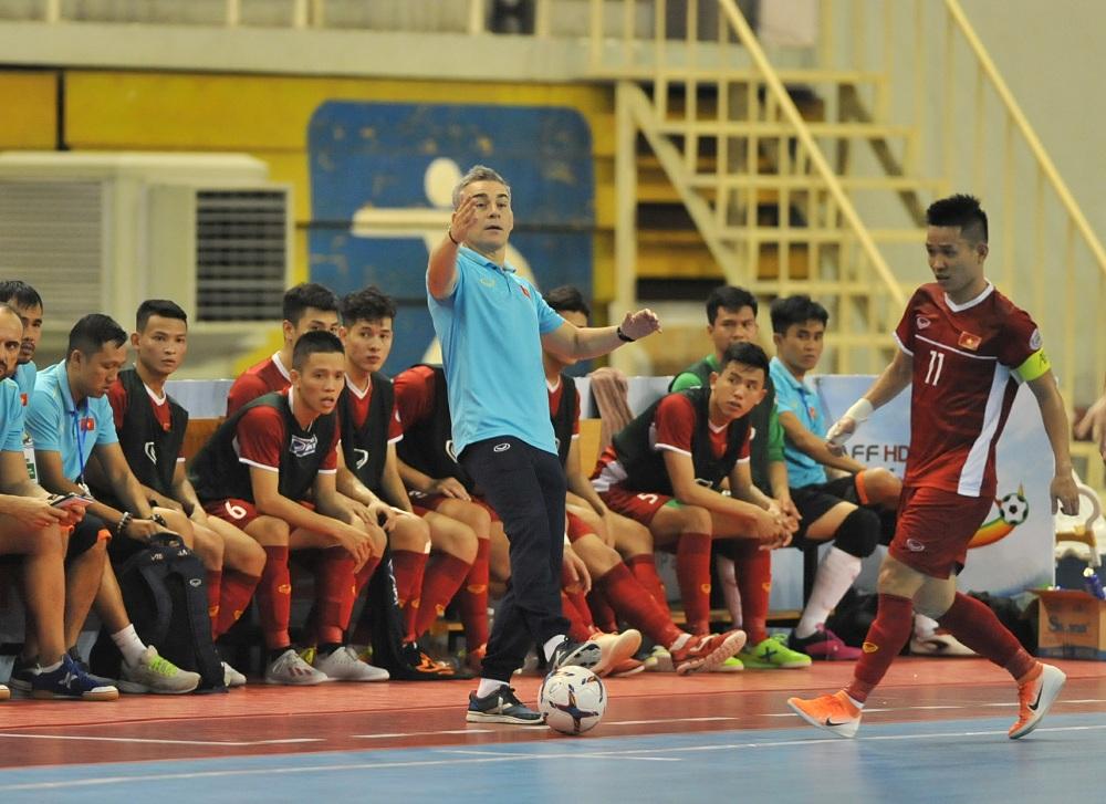 """HLV Miguel Rodrigo: """"ĐT Việt Nam mất tập trung trong 20 giây và bị trừng phạt bởi 2 bàn thua"""""""