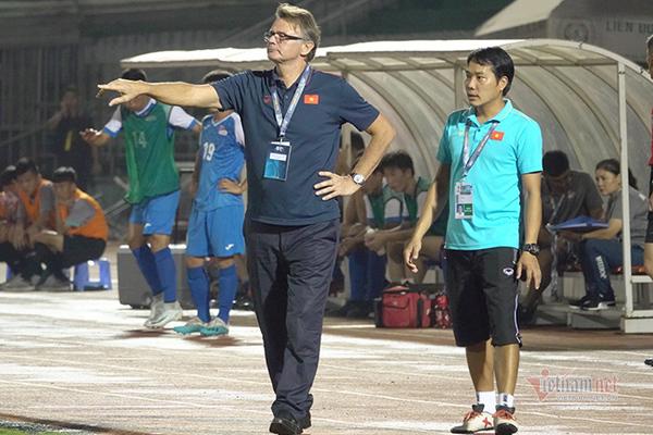 Huấn luyện viên trưởng Troussier hài lòng về kết quả trận mở màn của U19 Việt Nam