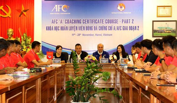 Khai giảng khóa đào tạo HLV chúng chỉ 'A' AFC giai đoạn 2 tại Hà Nội