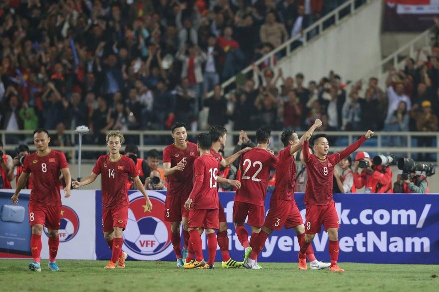 Thắng UAE 1-0, ĐT Việt Nam vươn lên nhất bảng G