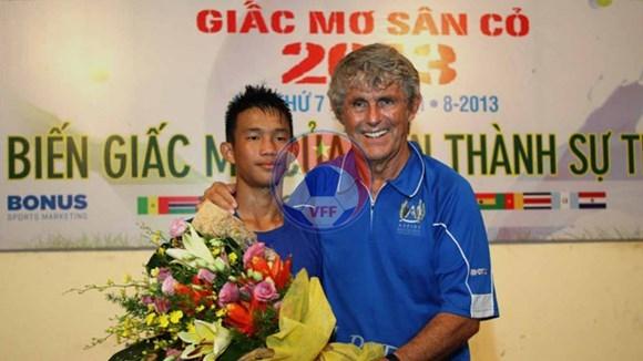 """VCK """"Giấc mơ sân cỏ 2013"""": Nguyễn Hồng Sơn dự VCK thế giới diễn ra tại Qatar"""