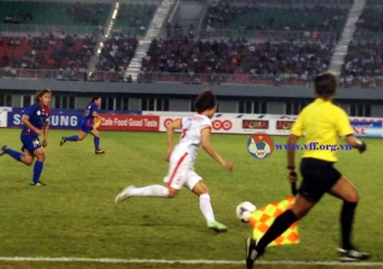 Bóng đá nữ SEA Games 27: Tuyển nữ Việt Nam vào bán kết