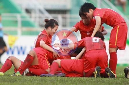 Giải bóng đá nữ vô địch Đông Nam Á 2013: Việt Nam giành vé vào bán kết