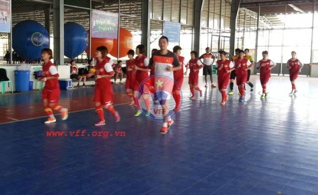 Đội tuyển Futsal nữ Việt Nam tập nhẹ trước trận chung kết ngày mai (20/12)