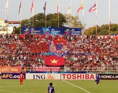 Bên lề VCK Asian Cup nữ 2014 (21/5): Chùm ảnh sức nóng của sân Thống Nhất trong trận Việt Nam - Thái Lan