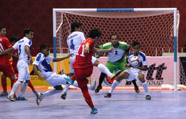 Giải Futsal AFF 2013: Thắng Philippines 10-1, ĐT Việt Nam bám sát ngôi đầu bảng