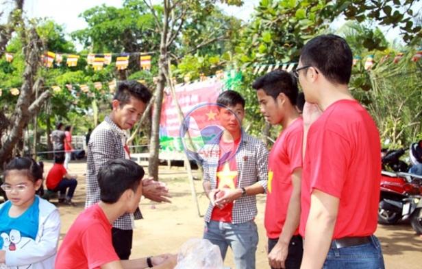 Tuyển thủ U19 Việt Nam chung tay làm từ thiện