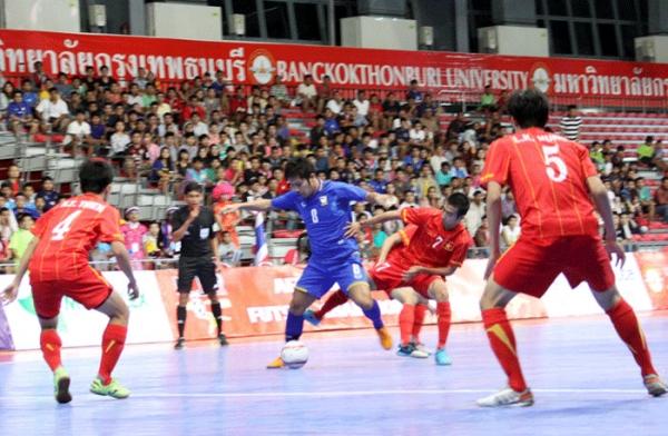 Giải Futsal AFF 2013: Thua Thái Lan 2-6, ĐT Việt Nam gặp Australia tại bán kết