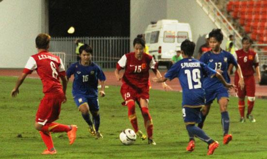 Chung kết giải U19 nữ Đông Nam Á 2014: Việt Nam giành ngôi Á quân sau loạt penalty may rủi