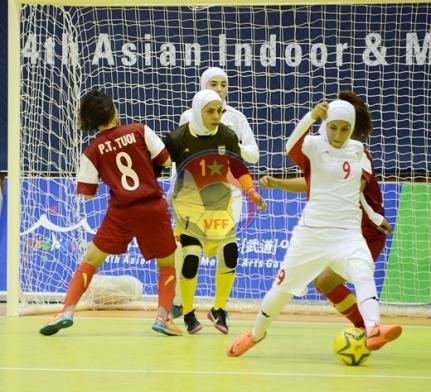 AIMAG 2013 (28/6): Đội tuyển Futsal nữ VN thua sát nút Iran 0-1