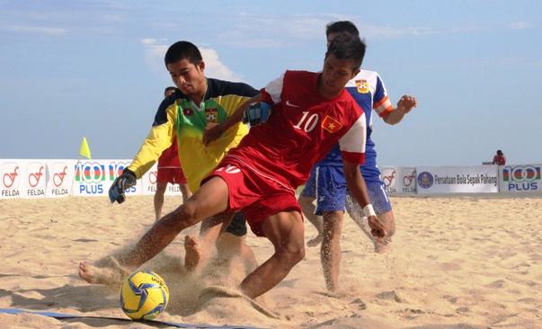 """Tuấn Anh lập """"hattrick"""" đưa ĐT Việt Nam vào chung kết giải bóng đá bãi biển ĐNÁ 2014"""
