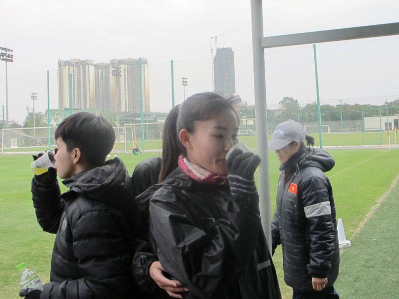 ĐT nữ Việt Nam tích cực nâng cao thể lực - Ảnh 1.